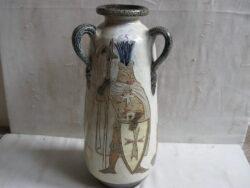 Guerin gres, steengoed, steengoed, terra cotta vaas, V40K6. Onbeschadigd. Afbeelding van kasteel, ridder en schild.