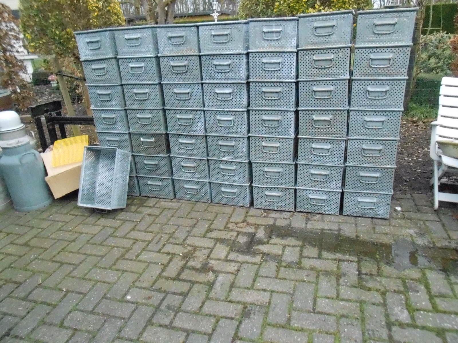Industriele kisten metalen kisten no 40 landzicht houtsberg - Ijzeren nachtkastje ...