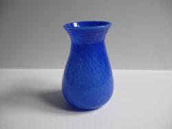 Vintage glas, glazen vaas blauw gewolkt glas met geribbelde bovenkant. Gaaf.