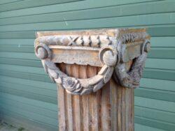 Antieke houten zuil