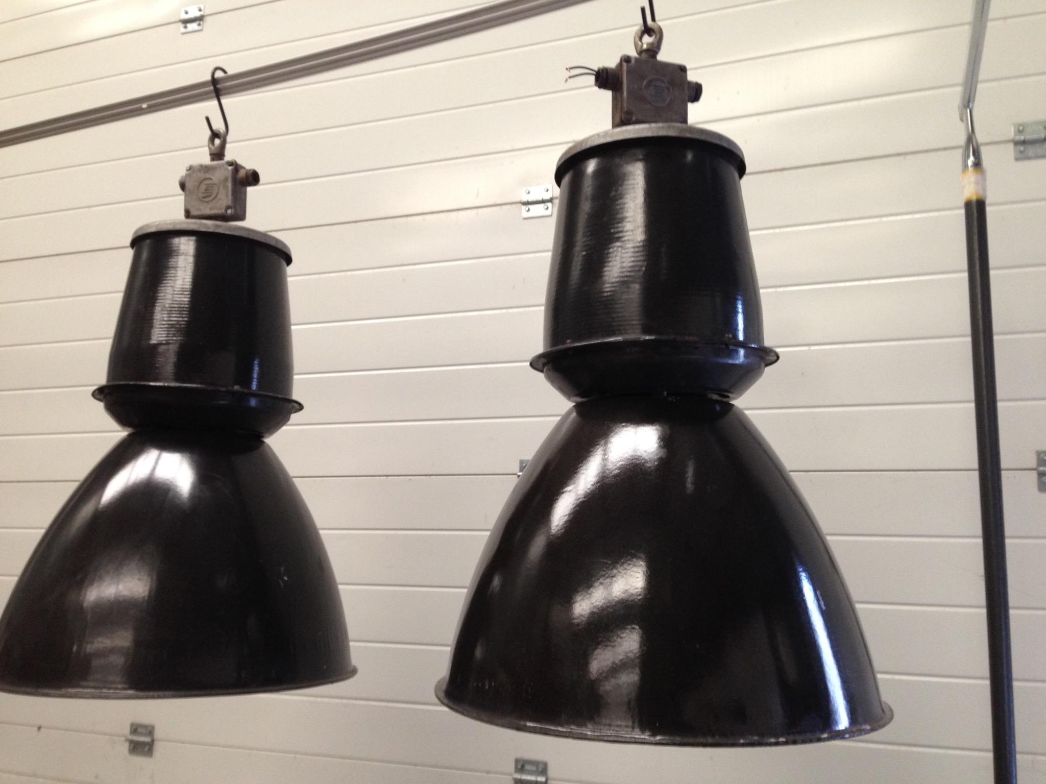 industriele lampen emaille lampen tjechie landzicht. Black Bedroom Furniture Sets. Home Design Ideas