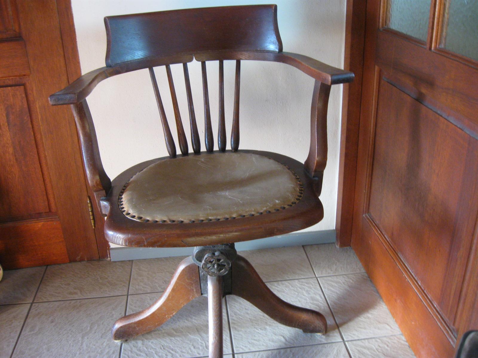 Oude Bureau Stoel.Antieke Bureaustoel 046