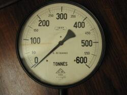 Manometer vintage 0=10 tonnes.