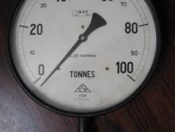 Manometer vintage 0=2,5 tonnes.