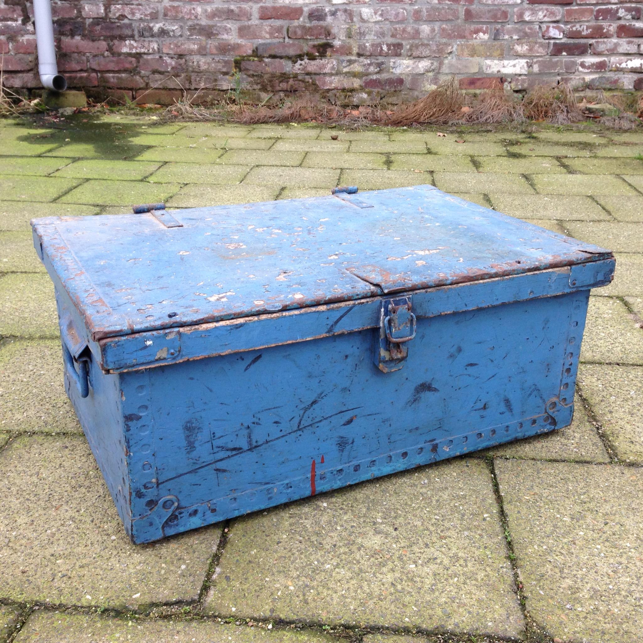 Industriele kist oude houten kist blauw - Landzicht Houtsberg