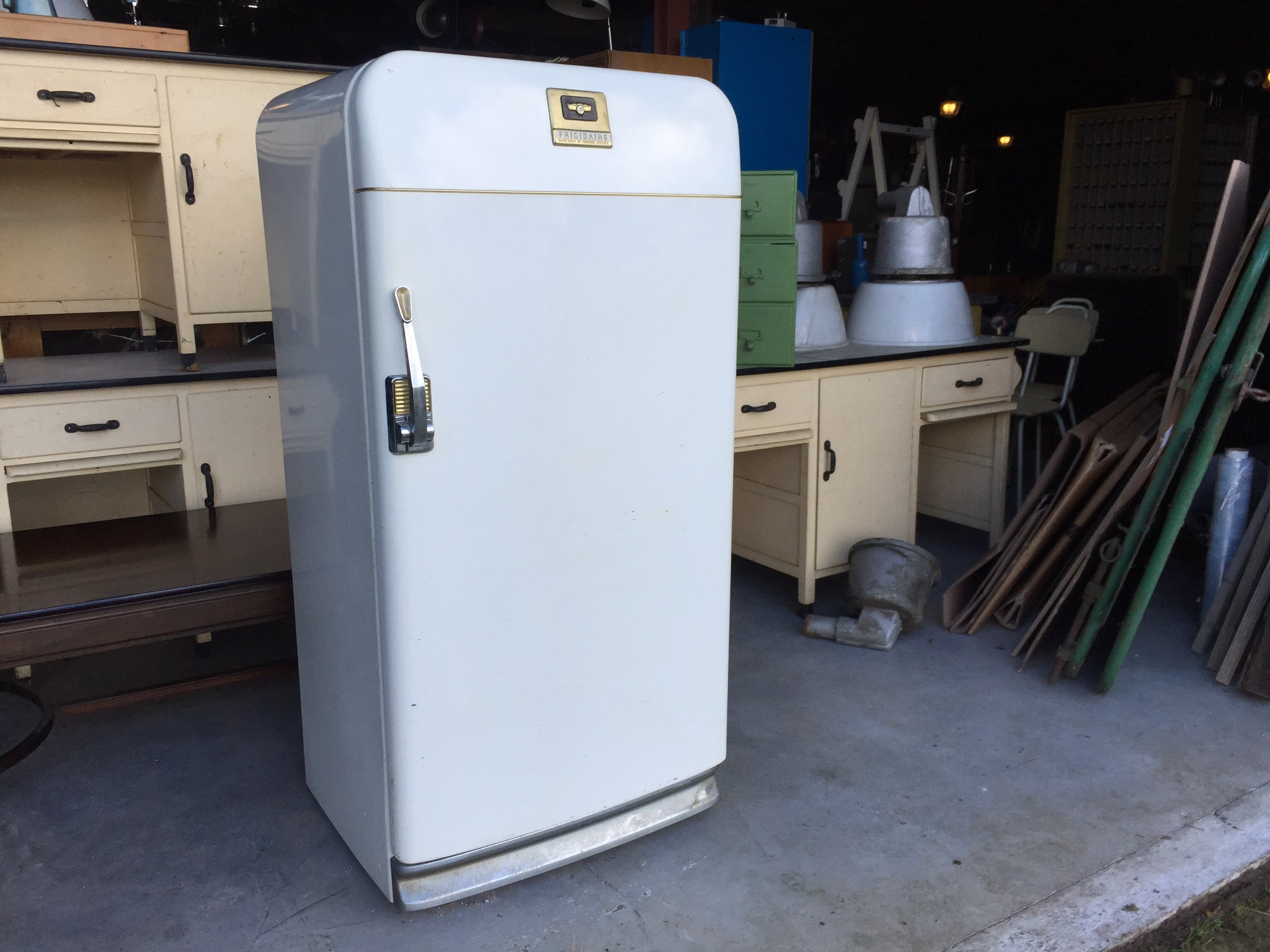 Oude amerikaanse koelkast general motors landzicht houtsberg for Keukenstoelen te koop
