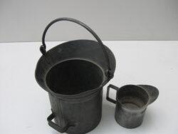Antiek tinnen maatbekers 5 liter en 1 liter