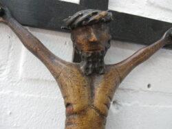 Antiek houten kruisbeeld