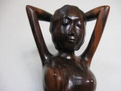 Balinees houtsnijwerk beeld vrouw