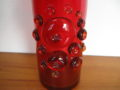 Vintage stijl glazen vaas rood