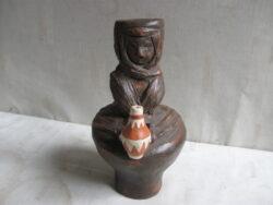 Studio art pottery terra cotta vrouw