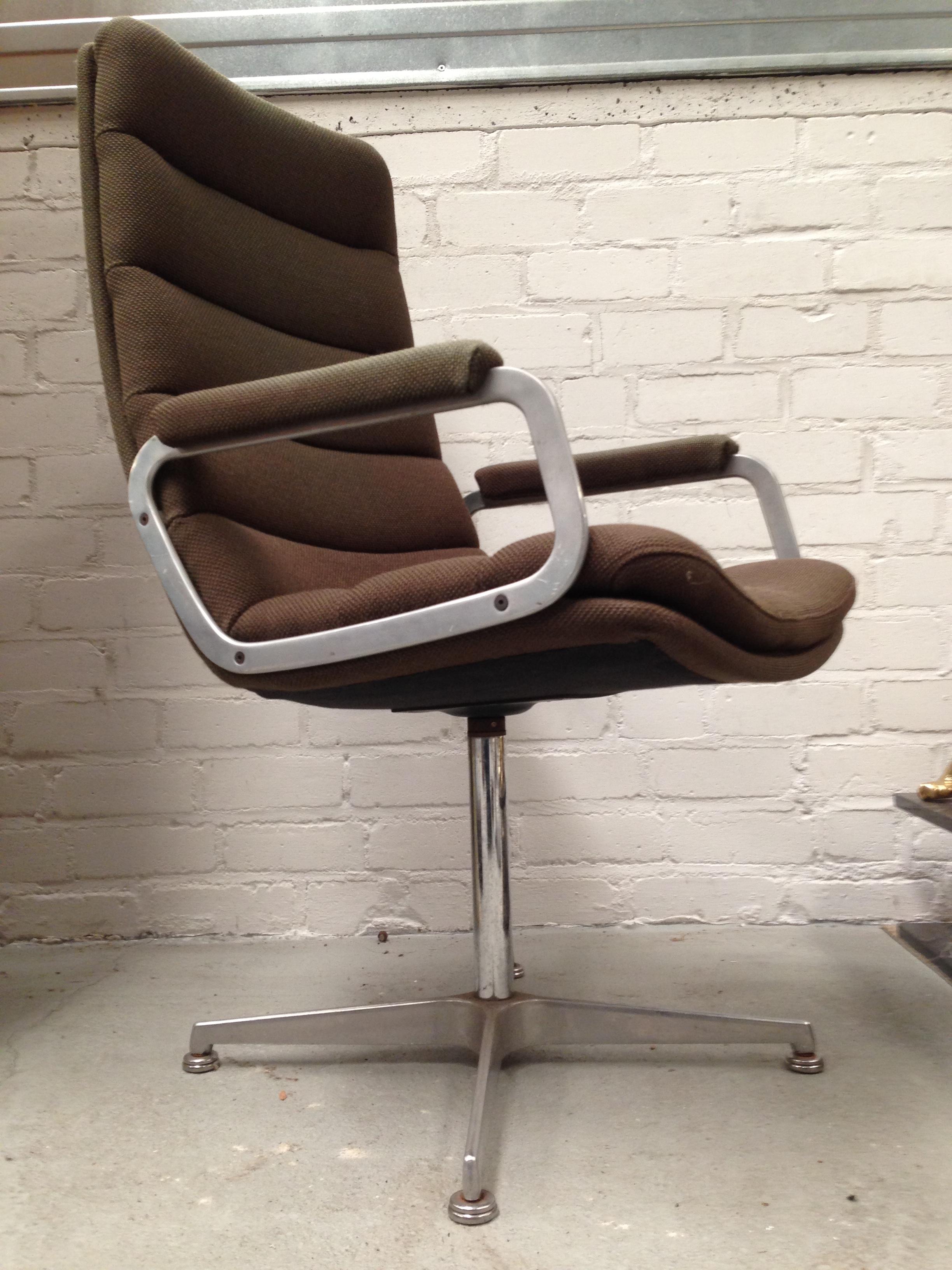 Artifort Bureaustoel Vintage.Artifort Bureaustoelen No 11 Landzicht Houtsberg