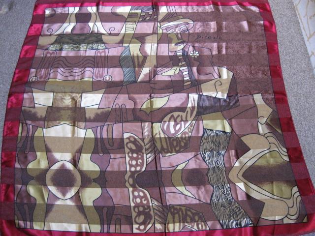 Picasso sjaal, vintage. In goede vintage gebruikte staat. Is niet kapot en zonder haakjes. Lichte gebruikssporen als je hem tegen het licht houdt.