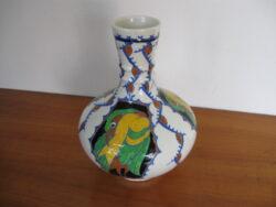 Charles Catteau Boch La Louvière art deco vaas, jaren 30, polychroom design met 2 verschillende papegaaien. Onbeschadigd.