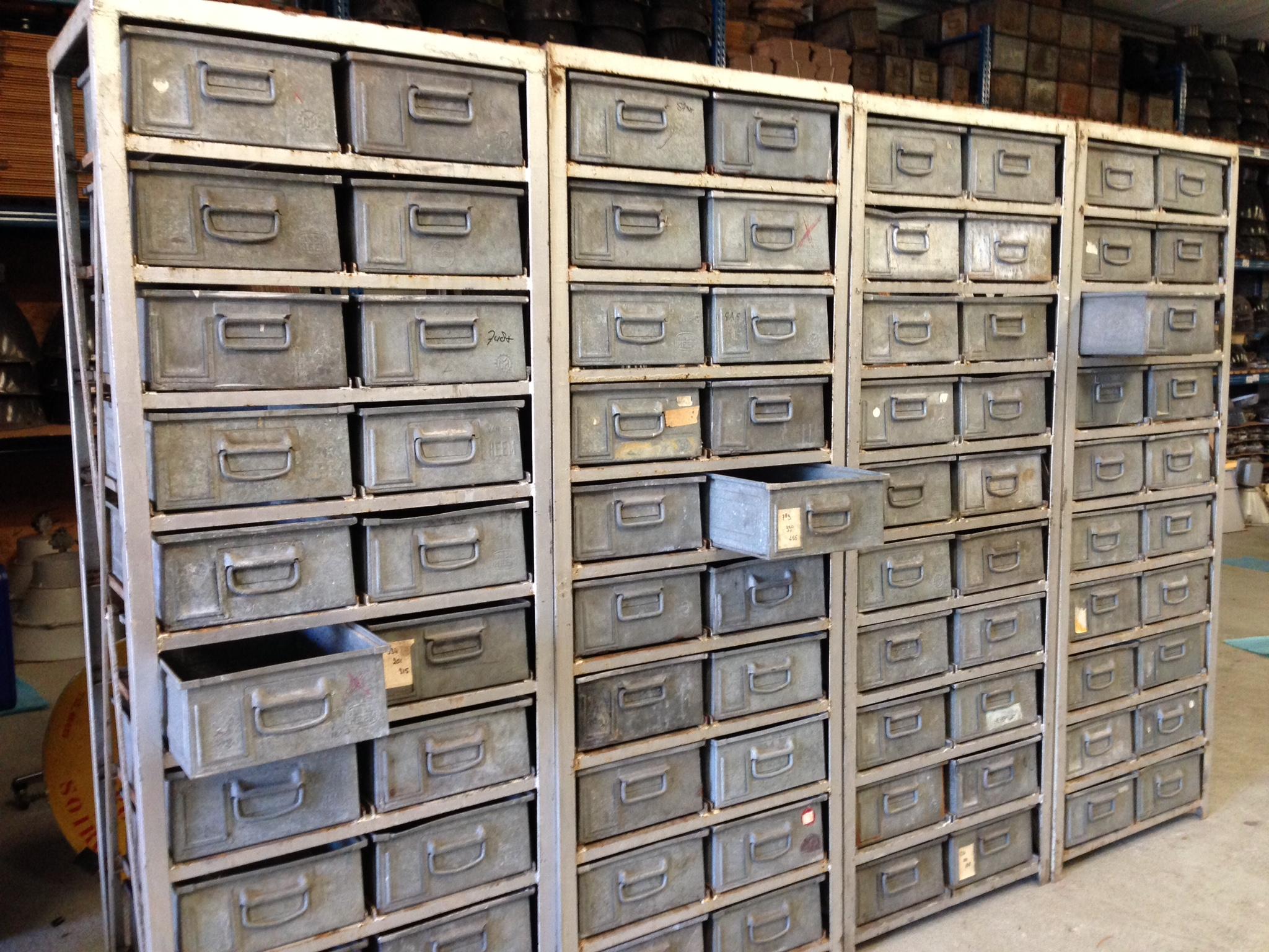 Oude Industriele Kasten.Industriele Ladekast Metalen Kast