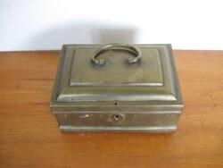 Antiek koperen kistje