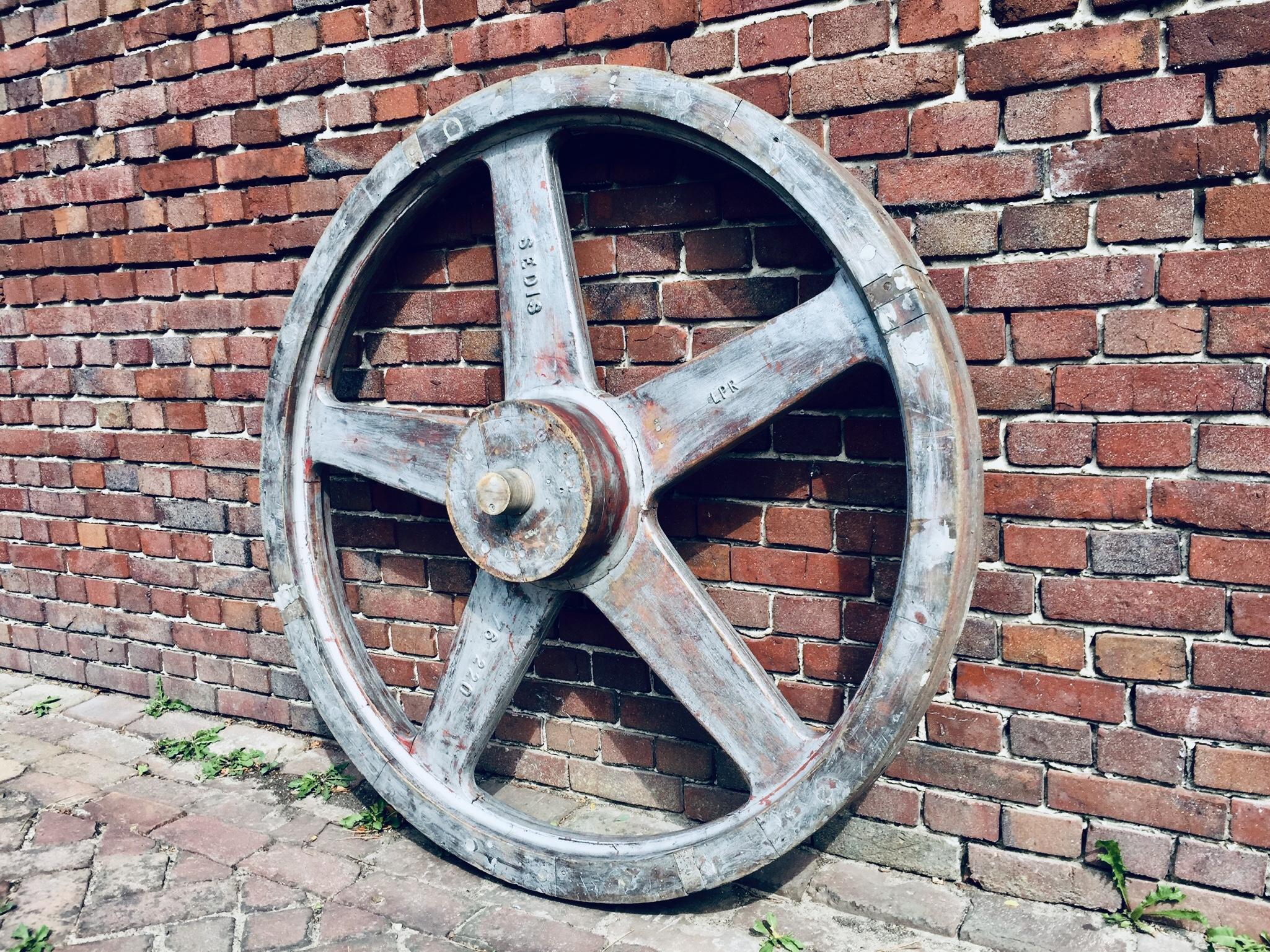 Industriele Wielen Oud.Industrieel Wiel Oud Vliegwiel Aandrijfwiel Landzicht Houtsberg