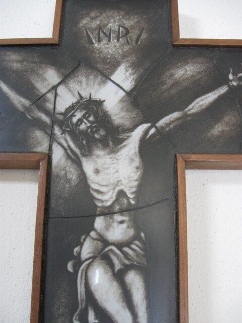 Opaline kruisbeeld glas