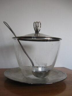 Antieke punch schaal gegraveerd glas verzilverde deksel en lepel